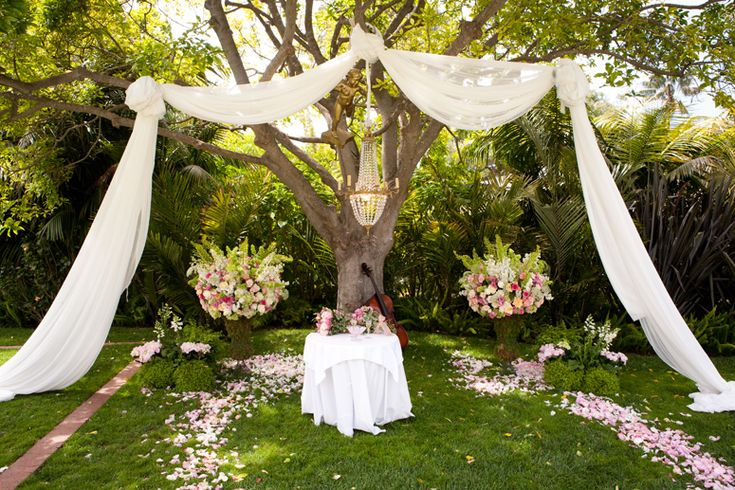 outdoor wedding altar--LOVE this, but I'm not sure if there are any trees big enough in the orchard. Maybe a bit smaller flower arrangements.