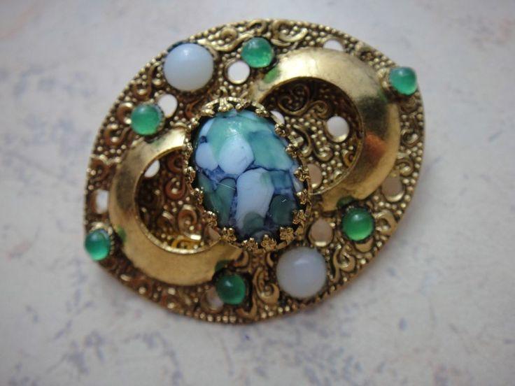 Brosche Nadel mit grünen weißen und zentralen grün-weiß-blauen Stein Golddouble
