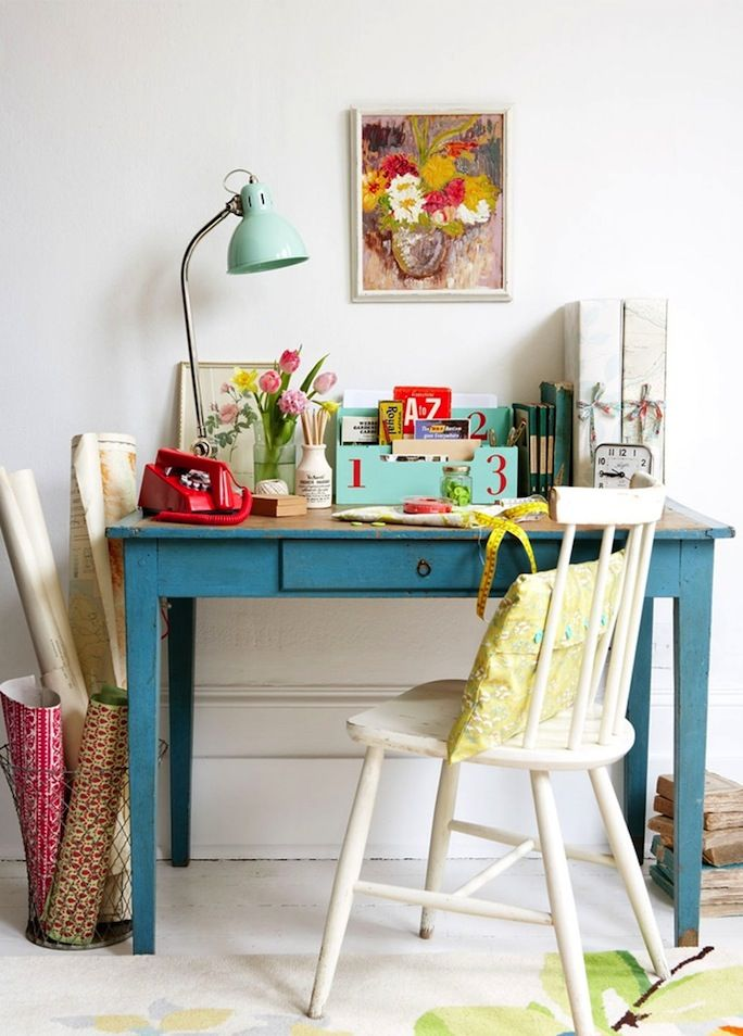 French By Design: Monday desk love. Love this colour combo, could be nice for the guest room.