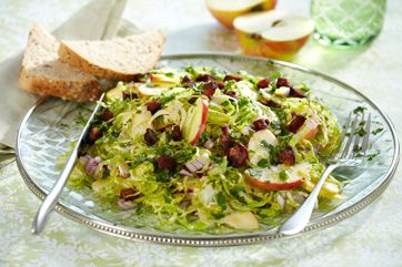 En skøn salat, der både er sprød, smagfuld og smækfyldt med vitaminer