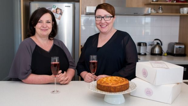 Two Wellingtonians have won a Local Hero award for delivering home baking to people going through a rough time.