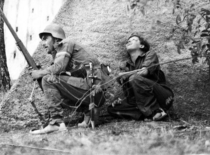Robert Capa - Republican Soldier and Gerda Taro, near Cordoba, Spain 1936. #spanishcivilwar
