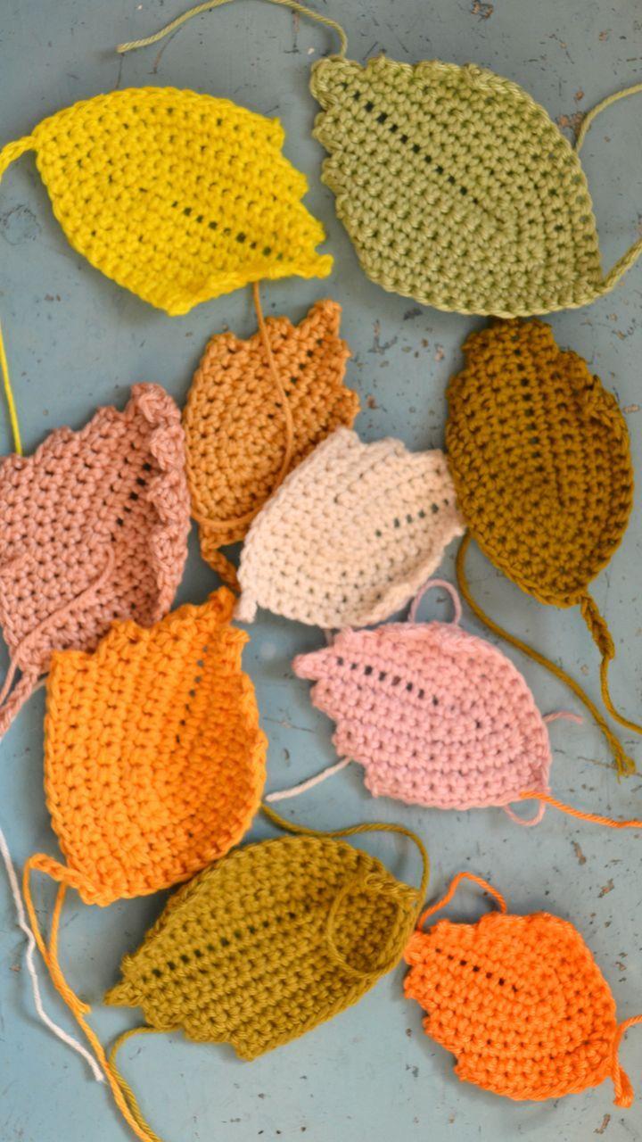 crochet leaves (pattern on blog) ❁•Teresa Restegui http://www.pinterest.com/teretegui/•❁