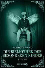 """Der dritte Band der """"Besonderen Kinder""""-Trilogie von Ransom Riggs Nachdem ihre Freunde von den feindlichen Wights entführt wurden, machen Jacob und Emma sich auf eine gefährliche Suche, um sie und die gefangenen Ymbrynen – so nennen sich die Schutzpatroninnen besonderer Kinder – zu befreien...."""