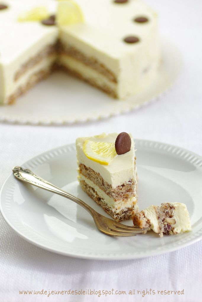Soft layer cake with hazelnuts, white chocolate and lemon cream [in French and Italian with translator]