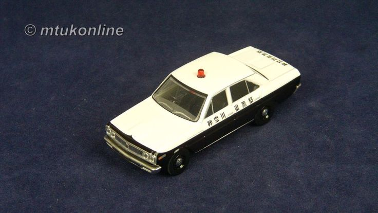 TOMICA LV32b NISSAN CEDRIC 130 1968 | 1/64 | KANAGAWA POLICE | TOMYTEC 2009
