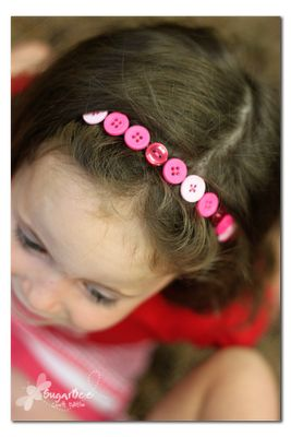 Button headband tutorial. Super simple, and I think it can be modded to make button bracelets