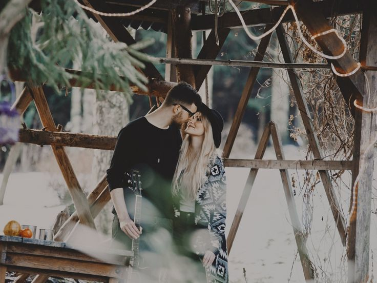 Anja and Dawid, we just love this look so much. #pikselove #couple #engagement #wood #boho #rustic #music