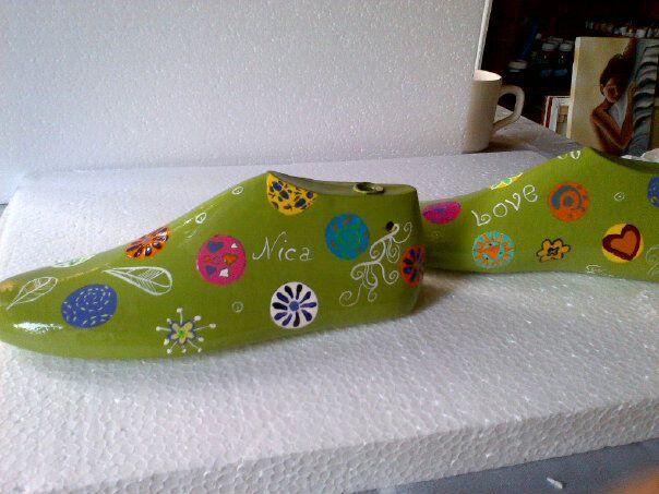 Hormas de zapatos pintadas
