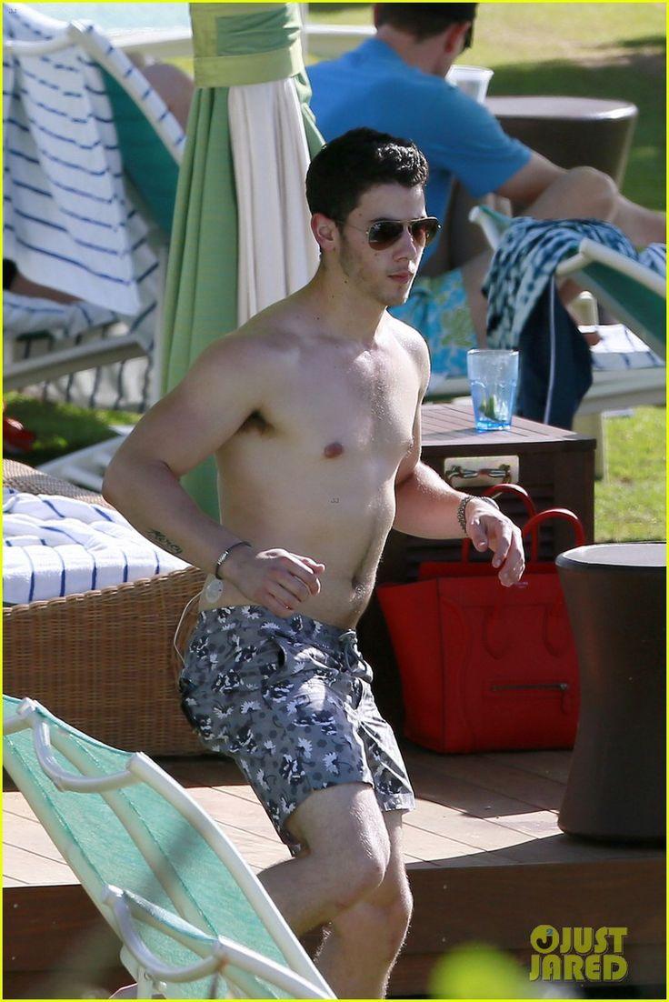 Nick Jonas on Kauai, HI, Jan. 6, 2014 (Photo via Just Jared)