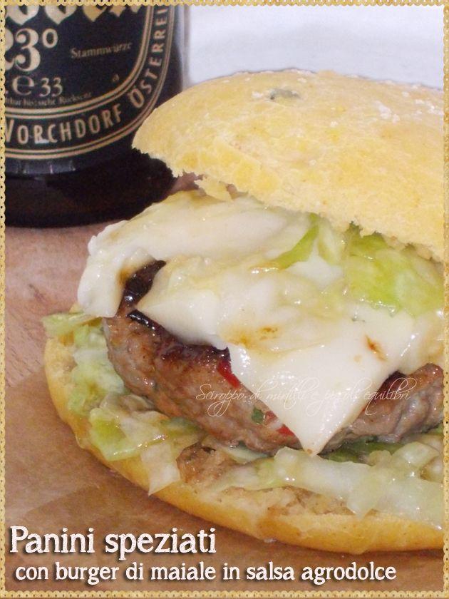 Panini speziati con burger di maiale in salsa agrodolce (Burger pork buns in sweet and sour sauce)