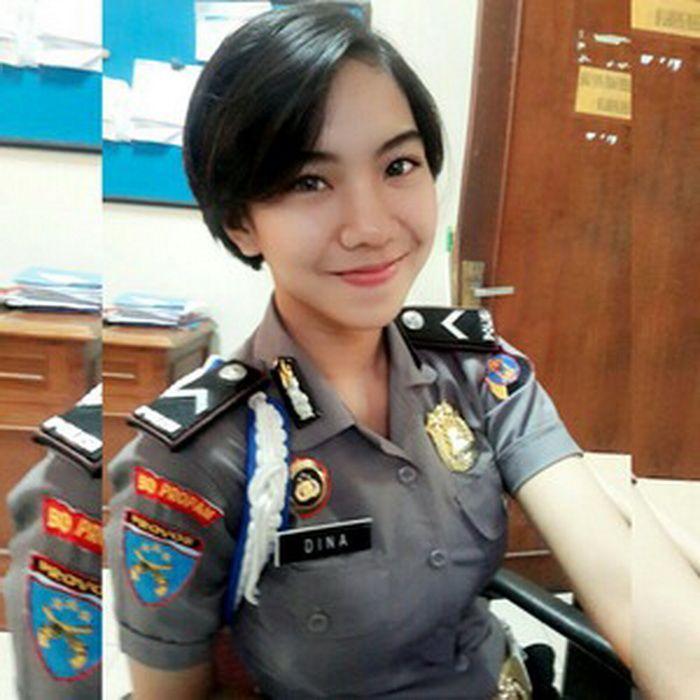 Inilah Bripda Dina, Polwan Tercantik di Kalimantan!