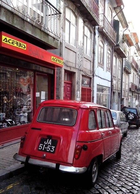 42 best images about renault 4l on pinterest madagascar smooth and renault 4. Black Bedroom Furniture Sets. Home Design Ideas