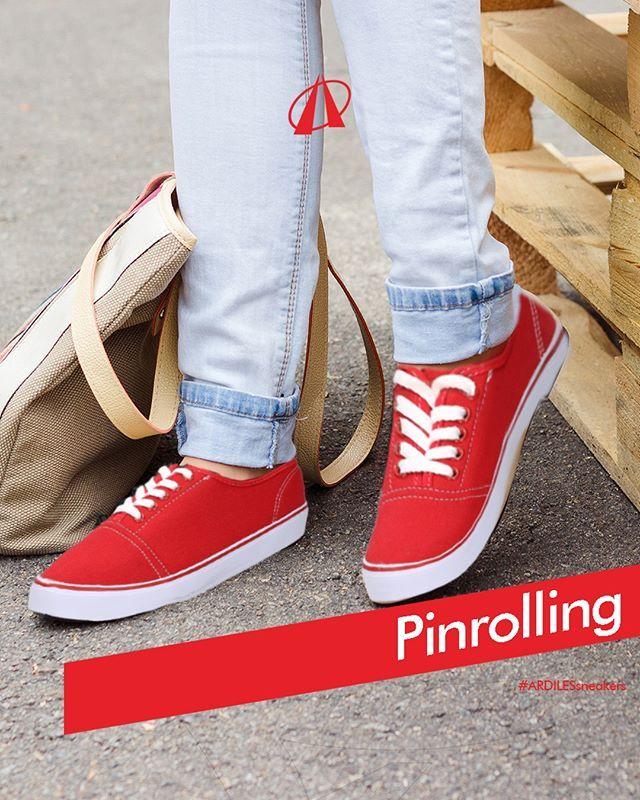 Ardiles Sneakers Lovers, tren melipat jeans adalah gaya 80-an yang kini kembali jadi tren. Lipatan ujung bawah jeans sebanyak sekali atau dobel menjadi sihir teknik pinrolling ini. Pinrolling menimbulkan efek jins terlihat pas pada kaki. Ruang di area mata kaki pun akan membuat sneakers kamu terlihat makin terekspos!  Ikuti perkembangan produk Ardiles Sneakers di www.ardilesmetro.com. Sneakers Ardiles didesain dengan trendi. Bahan karet organik pada sol membuatnya awet dan nyaman dipakai…