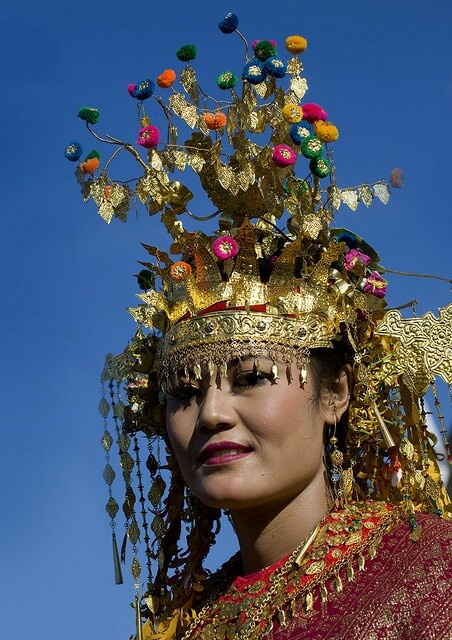 Indonesia traditional wed dress from Sumatera