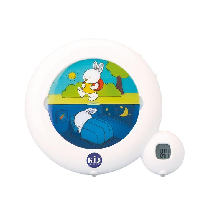 Avant 18 mois, cette veilleuse indicatrice de réveil Kidsleep diffuse en continu une douce lumière et veille sur votre bébé. A partir de 30 mois, vous pouvez l'utiliser comme réveil : programmer l'heure souhaitée et expliquez à votre enfant que lorsque le personnage dort, cela signifie pour lui qu'il est trop tôt pour se lever. A l'heure dite, le personnage (en position réveillée) s'illumine sans bruit, l'enfant sait alors qu'il peut se lever. Pour les plus grands ...