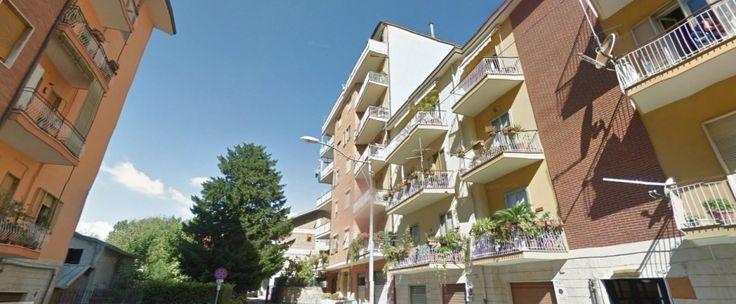 Appartamento di circa 145 mq composto da ingresso, soggiorno, cucina abitabile, tre camere e due bagni.