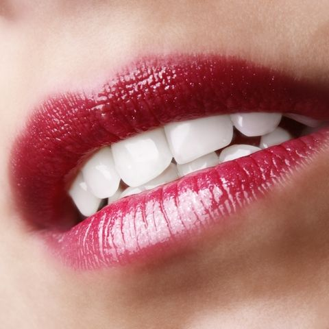 Des dents plus blanches avec de l'eau oxygénée !