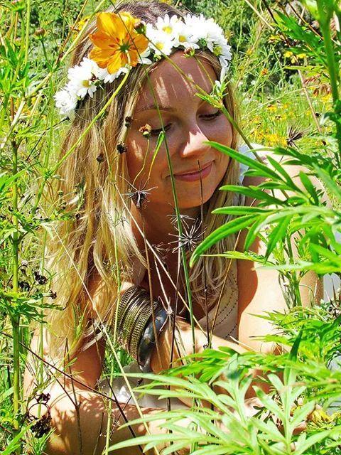 Coroa de flores por Mari Ribeiro Acessórios https://www.facebook.com/maribeiroacessorios Foto: Érika Gusmão  flower