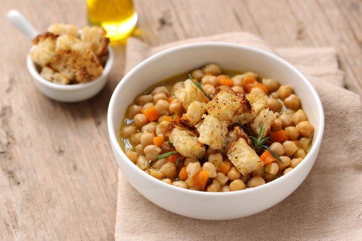 Zuppa di ceci e cipollotti con crostini di pane all'olio ricetta