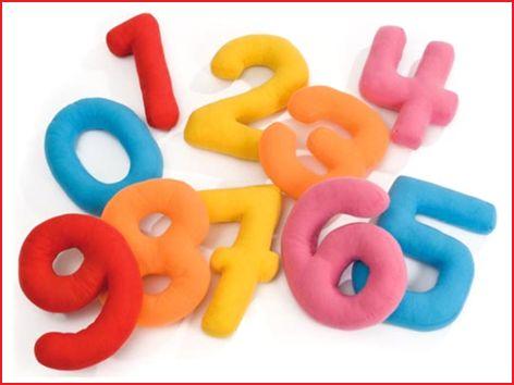 een 10-delige zachte cijferset van 25 cm grootte in verschillende kleuren