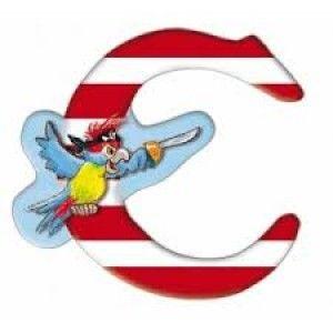 Αυτοκόλλητο γράμμα Capt' n Sharky C Αυτοκόλλητα γράμματα για παιδικό δωμάτιο. Χαρούμενα και πολύχρωμα γράμματα με τον πειρατή Capt' n Sharky για μία ξεχωριστή νότα διακόσμησης στο δωμάτιο του παιδιού! Κολλήστε τα στην πόρτα του παιδικού δωματίου, βάλτε τα σε φελλοπίνακα για ένα ξεχωριστό μήνυμα, μάθετε την αλφάβητο. Είναι γράμματα του λατινικού αλφάβητου τα οποία μπορούν να κολληθούν σε όλες τις επιφάνειες καθώς η πίσω τους όψη είναι αυτοκόλλητη.