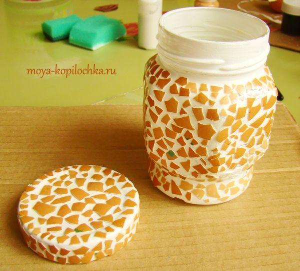 Crackle on eggshells. Making a jar for cocoa