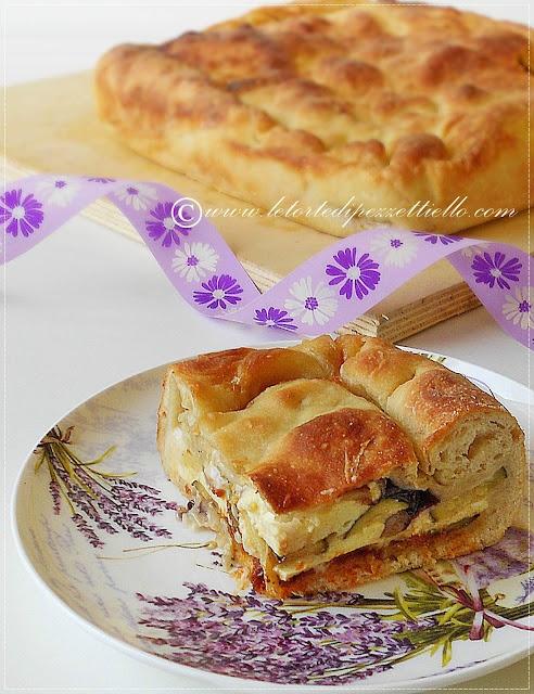 http://www.letortedipezzettiello.com/2012/07/pizza-ripiena-con-funghi-porcini-e.html  Pizza ripiena con funghi porcini e zucchini