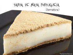Tarta de nata portuguesa / 1 rulo de galletas María  - 70 gr. de mantequilla  - 1/2 l. de nata líquida para montar, 35% m.g.  - 250 gr. de leche entera  - 280 gr. de leche condensada  - 9 hojas de gelatina  - canela en polvo (opcional)