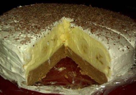 Najlepšia nepečená torta. Sušienky spolu s nápojom Fanta, banány vo vanilkovom kréme a na povrchu šľahačka.
