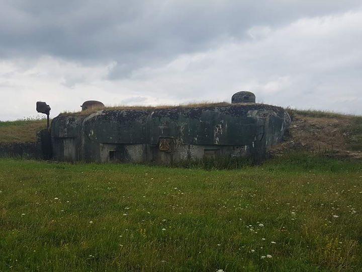 Infanteriewerk / #Maginot LinieZu #sehen #ist #hier #das Infanter... Infanteriewerk / #Maginot LinieZu #sehen #ist #hier #das Infanteriewerk ( #Petit Ouvrage ) Haut-Poirier #in #Achen #bei Sarralbe #Lothringen. #Das #Werk besteht #aus #vier Bunkern, wobei #es #sich #bei #Bunker 4 lediglich #um #einen verkleinerten Eingang, bzw. Notausgang handelt. #Dazu #hatte #es #eine #eigene #Kueche sowie Ruheraeume #und #eine #eigene http://saar.city/?p=43147