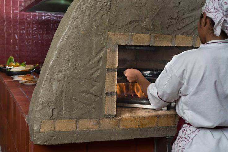 Sentir el calor del fogón, recordar a nuestras abuelas y saborear la #comidapaisa es algo incomparable.  http://www.elrancherito.com.co/