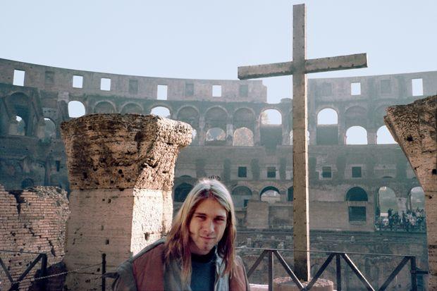 A principios del 94 Nirvana comienza su gira europea pero para entonces era evidente que Cobain estaba cada vez más enganchado a la heroína y se le podía ver despistado o aburrido en los escenarios. La mañana del 4 de marzo, tras haber discutido la noche anterior, Courtney encuentra a Kurt inconsciente en el hotel gracias a una combinación de champagne y rophinol. Había escrito una nota de suicidido. Salva la vida gracias a un lavado de estómago.