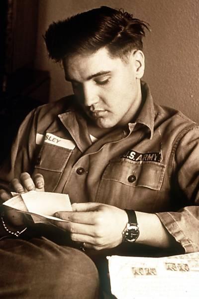 Folha de S.Paulo - Ilustrada - Fãs invadem Memphis nos 35 anos da morte de Elvis Presley - 16/08/2012
