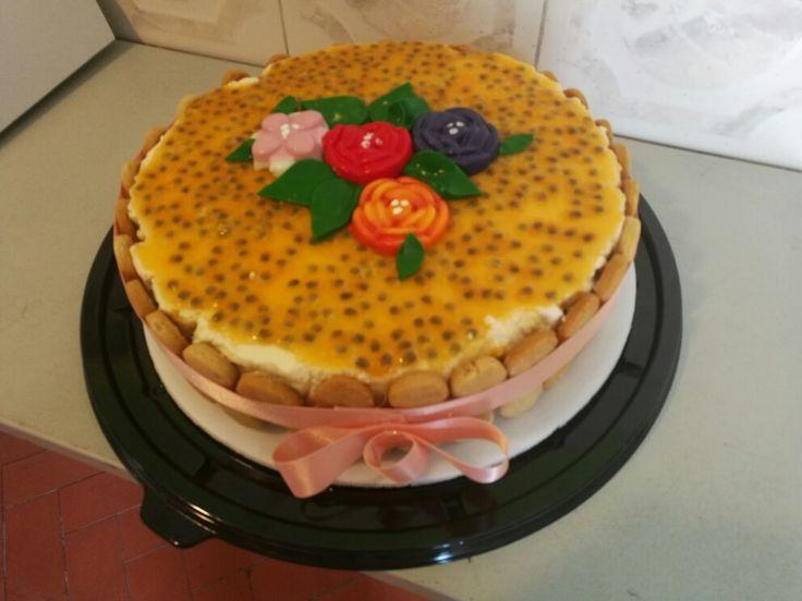 Cheese Cake de Maracuyá para hacer más feliz a la persona que quieres con flores de colores en gelatina!