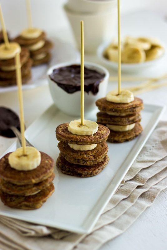 Bananen-Haselnuss-Pfannkuchen-Aufsteckspindeln mit Schokoladen-Dip. Das wäre großartig für ei …   – Sweet Stuff