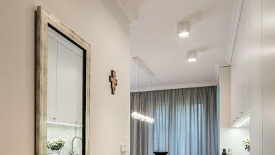 Przedpokój  Apartament na Bielanach #warszawa #tryc #home #jacektryc #architekt #wnętrza #interiors #hall #mirror #classicmodern #projektowanie #home #homedesign #homedecor