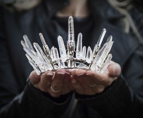 DIY Inspiration: Rough Crystal Crowns. Rough Crystals and wire...