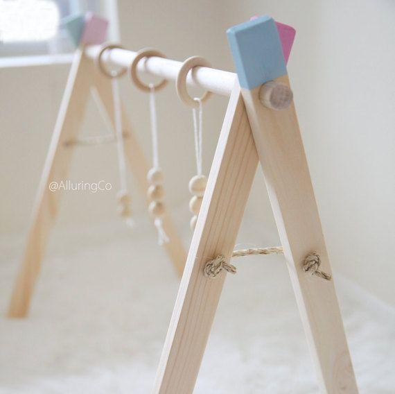 Bébé en bois classique jeu Gym par AlluringCo sur Etsy