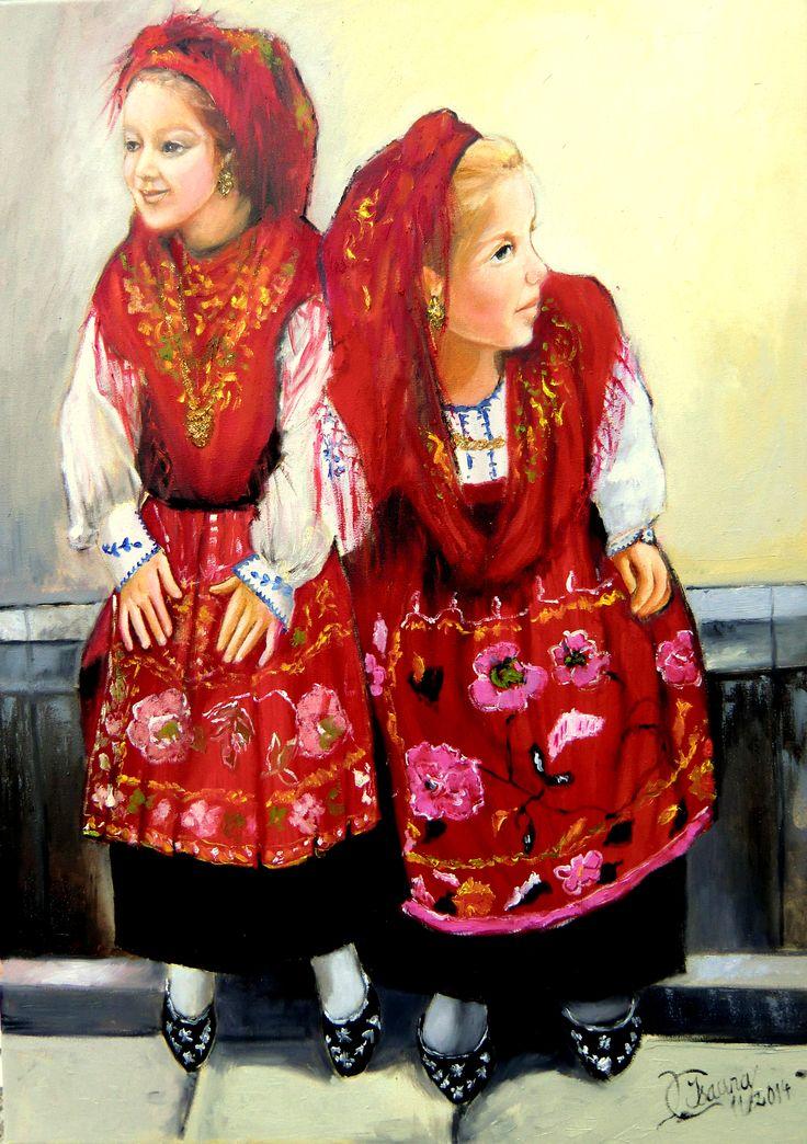 Duas crianças vestidas à vianesa.