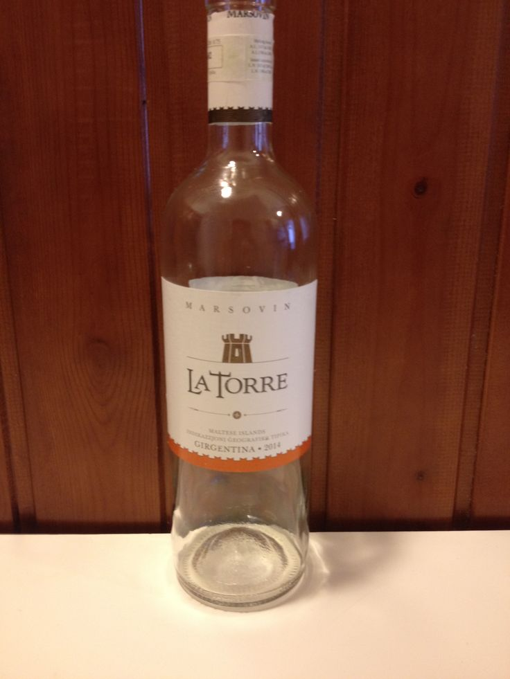 *2014 Marsovin La Torre, 10% - 100% Girgentina, 7.50 euro (Malta)  Greenish yellow with pale reflections. Intense on the nose with citrus, guava, melon, and flowers. It's off-dry, soft, balanced. Intense on the palate with melon and guava, persistent, an excellent summer wine. BP: Buy