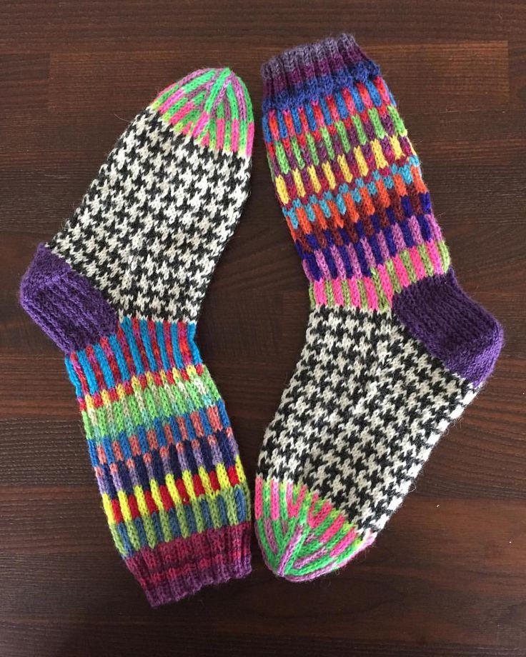 "Gefällt 78 Mal, 3 Kommentare - Helle (@helle__t) auf Instagram: ""The latest from my needles. #socks #sockaddict #sockknitting #sockknittingaddict #2and2socks"""