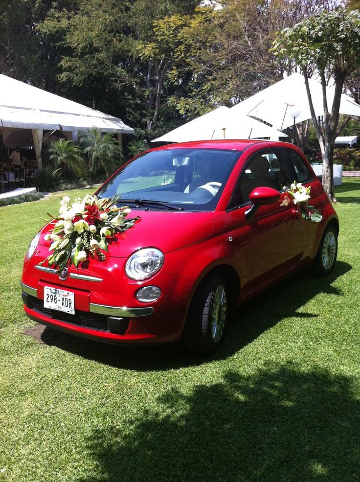Arreglo de flores para auto de novia www.pavorealdelrincon.com.mx