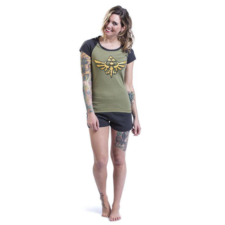 """Pigiama donna """"Zelda"""" di #Nintendo composto da T-Shirt e pantaloncini. Questi ultimi sono grigi. La maglietta ha le maniche grigie e ampia stampa frontale."""
