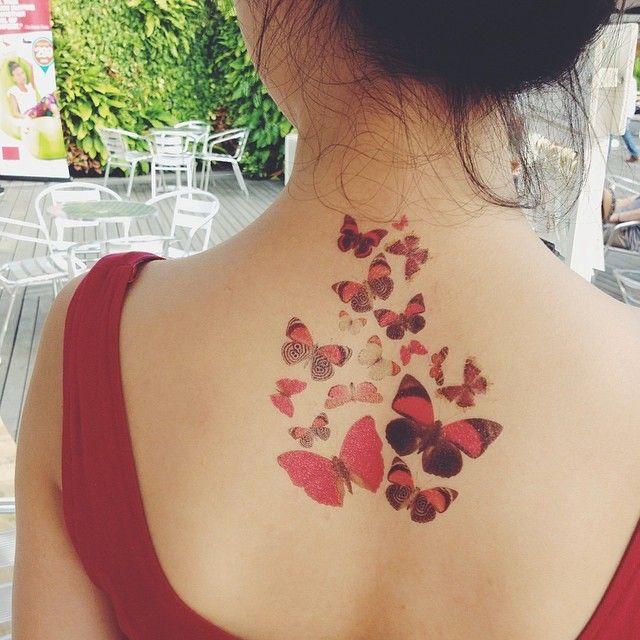 Temporary Tattoo 'come with me butterflies' - Dottinghill. Modieuze, draagbare kunstwerkjes die iedereen kan gebruiken als een alledaagse accessoire om je outfit, stemming of gebeurtenis aan te vullen.