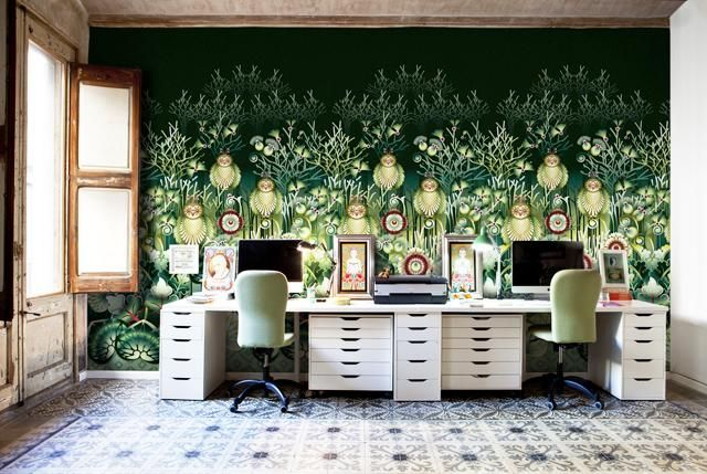 Through her works, this Colombian artist based in Barcelona, Catalina Estrada share with us artistic wallpaper design with nostalgic shades of the past.