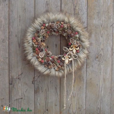 A kandalló előtt nyújtózva - szőrmés ajtódísz, Otthon, lakberendezés, Karácsonyi, adventi apróságok, Dekoráció, Ünnepi dekoráció, Meska