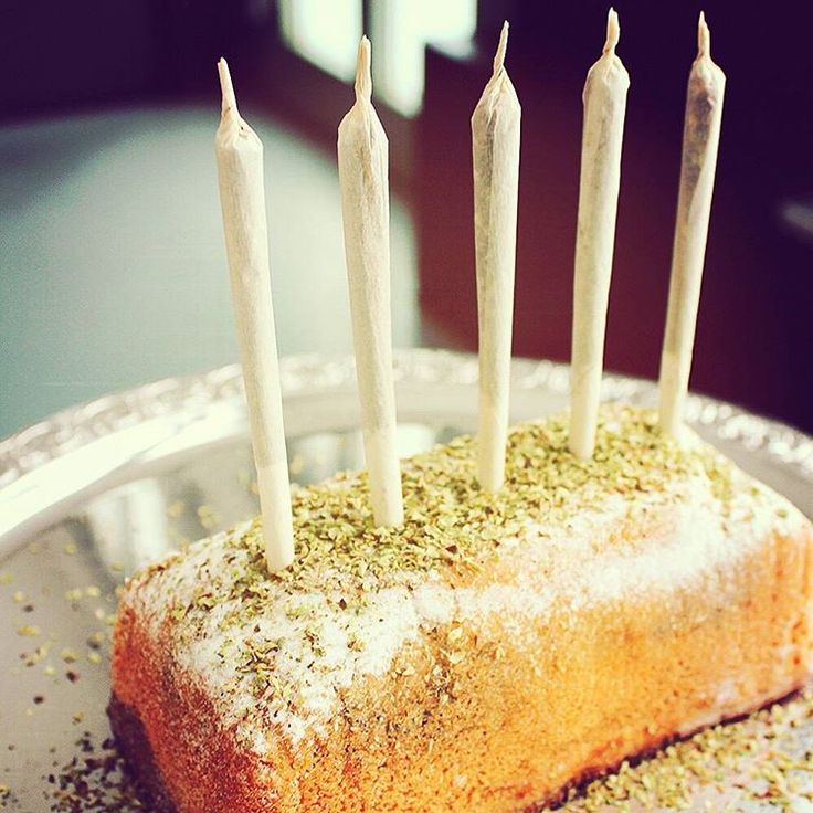 Happy 420-Day everyone! Have some cake! #WEROLL #GIZEH #420 #420photography #Cake #stoner #joint #fun #Kingsize #420day #rolling #omg