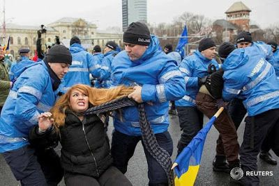 A Hír Ami Számít : Romániába a korrupt börtöntöltelék képviselők és e...
