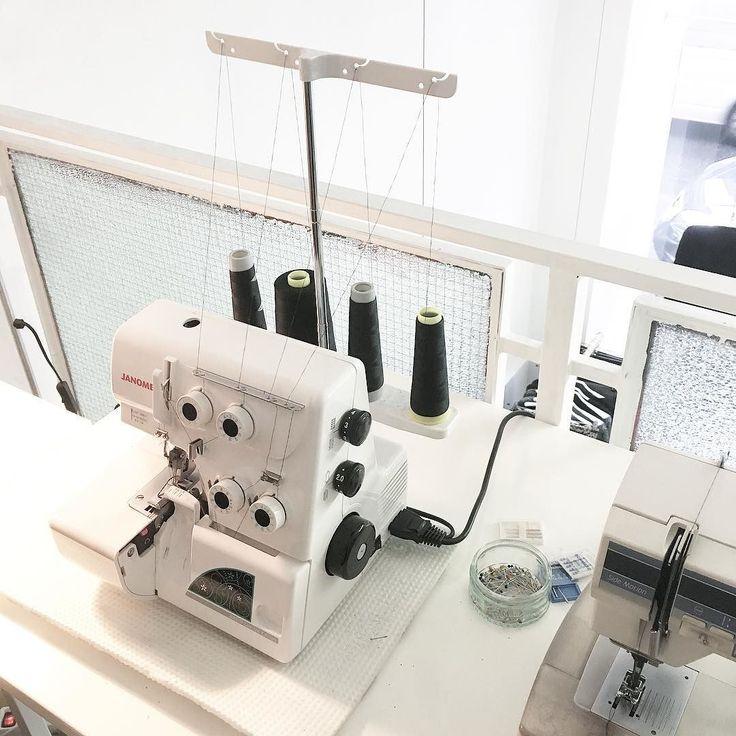 Im Atelier von #lieblingsbrand @sbin_fashion_vienna werden die Modelle des Labels sorgfältig und aus hochwertigen Materialien gefertigt. #shoplocal #supportyourlocaldesigner #weloveaustriandesign #local #fair #eco #fashion #handmade #designer #fashiondesigner #atelier #fashionproduction #sewing #backstage #details #behindthescenes #burggasse #vienna #austria